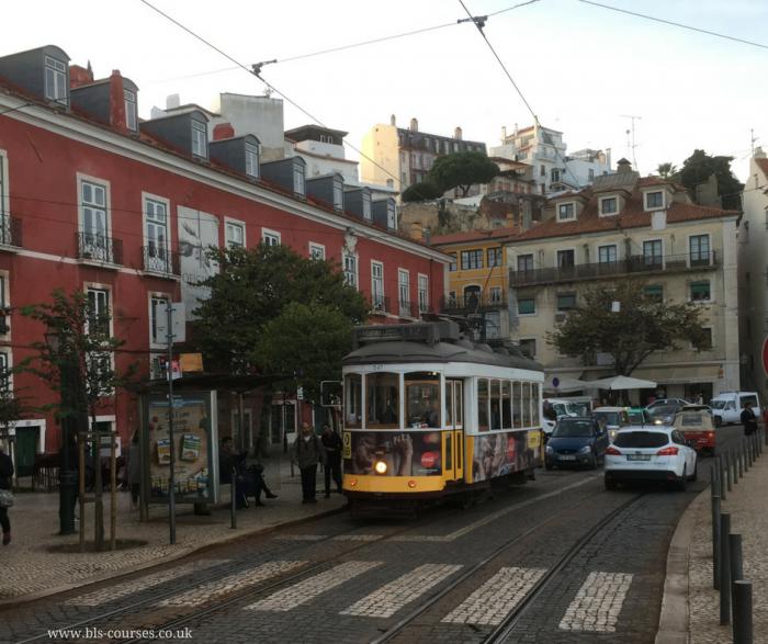 a tram 1